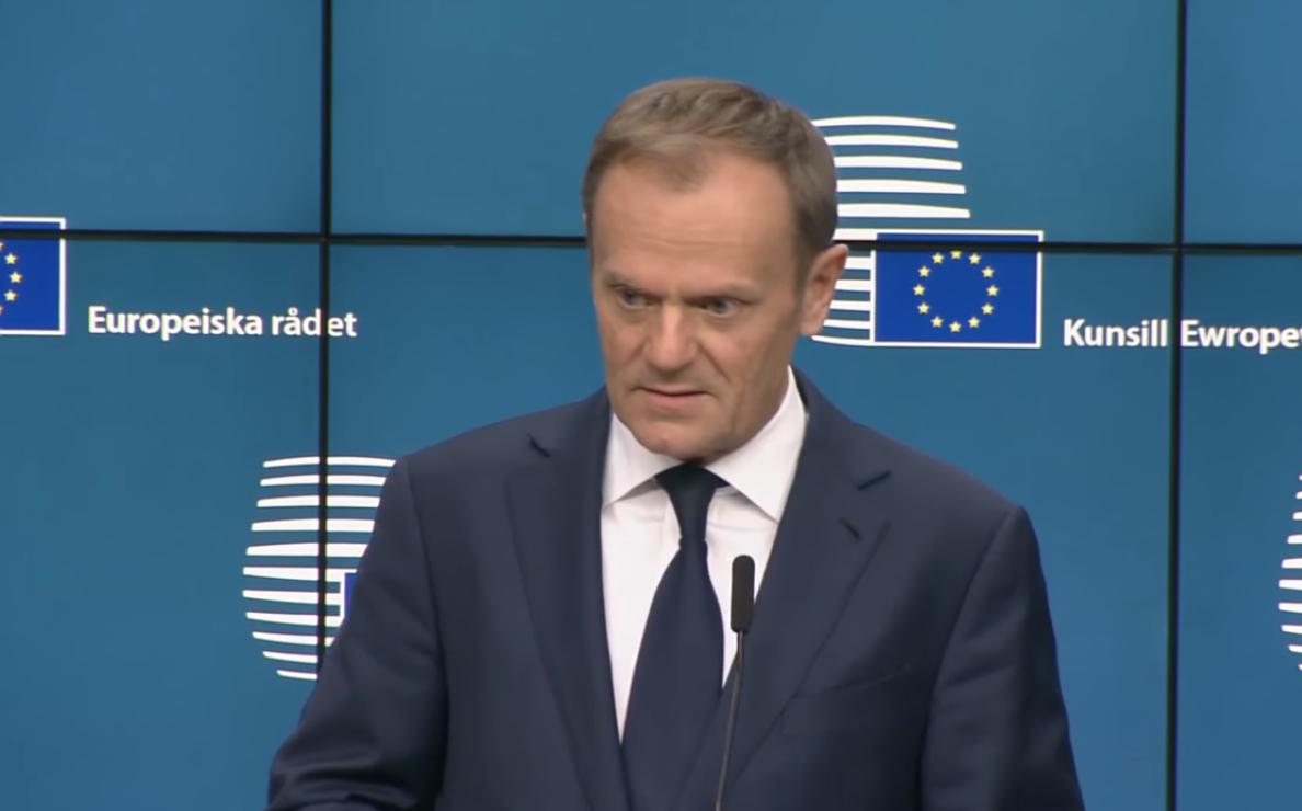"""eafesfj32r - """"The Guardian"""" przyznaje: Donald Tusk został szefem Rady Europejskiej dzięki wsparciu kanclerz Angeli Merkel"""