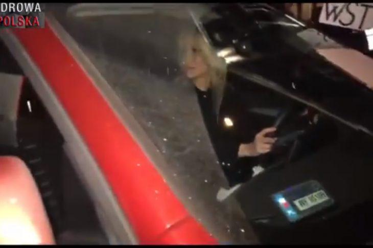 Bez tytułubheax hsae 730x485 - Nocny atak na Magdalenę Ogórek! Otoczyli auto, krzyczeli, obrażali. Interweniowała Policja! [MAMY VIDEO]