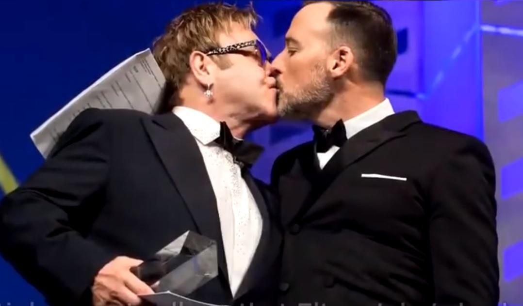 sdfgvbzsgbsg - Oddaj swój głos: Czy śluby homoseksualistów powinny być w Polsce dozwolone?